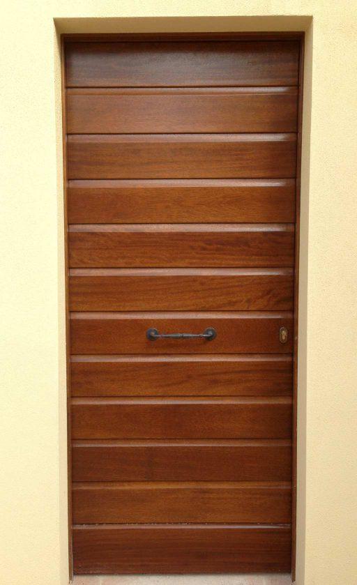 Un portone in legno installato da 3P Infissi